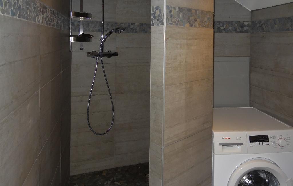 Yvoire location meublé douche lave-linge