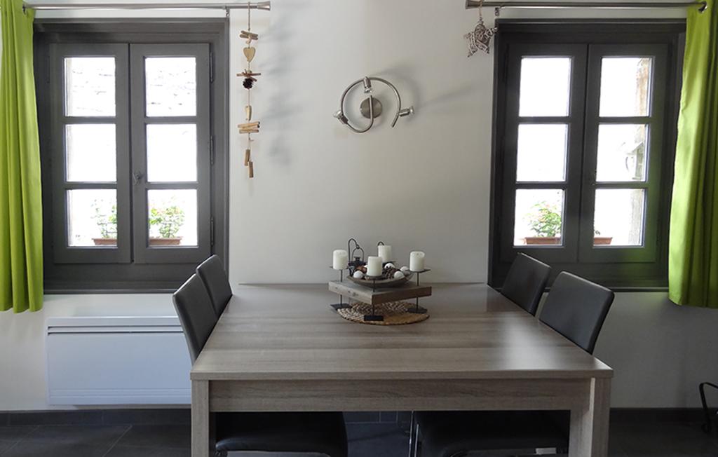 Yvoire 74 meublé salle à manger